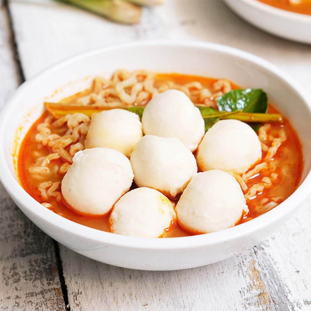 Image Mie Kuah Tom Yum dengan Bakso Ikan